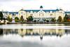telle une maison en legos ! (Hélène Baudart) Tags: disneyland hotel lac reflets