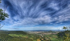 Blick vom Mädlesfels (Blende2,8) Tags: albtrauf schwäbischealb schwabenland achalm reutlingen wolken himmel bäume wald iphone deutschland badenwürttemberg