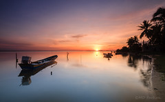 Rising Sun at Jubakar (Md Farhan's Gallery) Tags: jubakar jubakarbeach pantaijubakar kelantan malaysia travel holiday fisherman boat beach landscape beautiful reflection calm tranquility serenity cloud sky seascape sea ocean sand nationalgeographic nature sunrise fujifilm fujinon xf1024mm xt1
