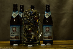 Wrong Filling. (Günter Hentschel) Tags: oktoberfest bier bierstöpsel bierdeckel bière bierkrug oktoberfestbier mas maskrug hentschel flickr indoor deutschland germany germania alemania allemagne europa nrw nikon nikond5500 d5500 bierflaschen lebensmittel getränk flasche