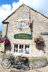 Bakewell (DannyRed55) Tags: bakewell peak district tart bakers shop bicycle