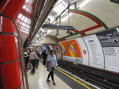 Piccadilly Circus Station, Piccadilly Line (tehshadowbat) Tags: londontransport londonunderground piccadillyline tube