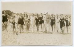 . (Kaïopai°) Tags: eisbär fotoeisbär eisbärkostüm kostüm costume polarbear beach strand strandbad meer sea lady woman bathingsuit badeanzug