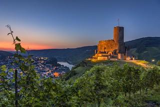 *Burg Landshut zur Blauen Stunde*