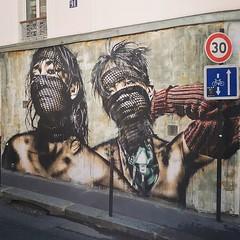 What are you looking at? / #art by #EddieColla. #paris #streetart #graffiti #urbanart #graffitiart #urbanart_daily #graffitiart_daily #streetarteverywhere #streetart_daily #wallart #mural #ilovestreetart #igersstreetart #streetartparis #msaparis #wheatpas (Ferdinand 'Ferre' Feys) Tags: ifttt instagram paris france streetart artdelarue graffitiart graffiti graff urbanart urbanarte arteurbano ferdinandfeys eddiecolla wheatpaste pasteup