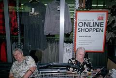 online (a stage/diurnal illness) Tags: hannesherbst analog analogue analogphotography astage standingclouds subjectivejournalism streetphotography strasenfotografie colorfilm colourfilm contax g2 superia originalphotography flashlight frontalflash fullfrontalflash fuji carlzeiss
