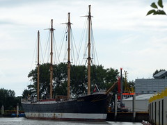 viel erlebt- experienced much (Anke knipst) Tags: schiff ship sailing segelschiff wewelsfleth peterswerft shipyard explored