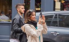 Klick! / Clic! (schreibtnix off for a while) Tags: reisen travelling europa europe irland ireland dublin menschen people jungefrau youngwoman fotografieren takingpictures klick clic olympuse5 schreibtnix