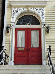 Chicago, Old Town Triangle, Residence Entrance (Mary Warren (8.8+ million views)) Tags: chicago oldtowntriangle architecture residence house entrance portal door stairs red lamps