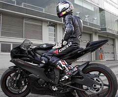R6 rider (driver Photographer) Tags: 摩托车,皮革,川崎,雅马哈,杜卡迪,本田,艾普瑞利亚,铃木, オートバイ、革、川崎、ヤマハ、ドゥカティ、ホンダ、アプリリア、スズキ、 aprilia cagiva honda kawasaki husqvarna ktm simson suzuki yamaha ducati daytona buell motoguzzi triumph bmv driver motorcycle leathers dainese