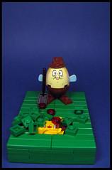 Mrs Puff in the Garden : D (Karf Oohlu) Tags: lego moc vignette mrspuff sponngebob buried gardening digging