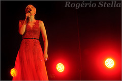 Mariza (Rogério Stella) Tags: rogerio stella music show gig concert venue live band bands instrument instruments song stage photography photo documentation photographer documentarist portraits portraiture performance cor colour color red vermelho música palco fotografia retrato nikon apresentação banda fotojornalismo documentação idol ídolo tour canto cantora portuguesa mariza sing singer fado mundo 2017