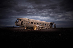 Grounded (Lindi m) Tags: iceland dakota crashlanding earlymorning dawn airplane abandoned sunrise decay sólheimasandurbeach