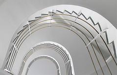 Golden Gate (Fotoristin - blick.kontakt) Tags: düsseldorf stairs staircase white golden spiral curves lines abstract architecture bernhardpfau goldengate fotoristin