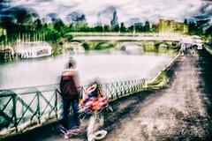 Trace de vie antérieure (Fabrice Le Coq) Tags: aabest factiondesâmessentinellesdupavécondomois rue silouhète rivière eau ciel bateau fabricelecoq