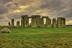 Ritorno all'età della pietra / Back to the stone age (Stonehenge, Wiltshire, United Kingdom) (AndreaPucci) Tags: stonehenge wiltshire uk standing stones prehistoric england countryside andreapucci canoneos60