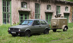 Bundeswehr Golf (Schwanzus_Longus) Tags: hsm sehnde wehmingen german germany military army bundeswehr old classic vintage car vehicle campact hatchback volkswagen vw golf civil defense defence air raid siren trailer