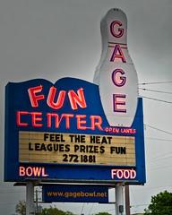 Gage's (Pete Zarria) Tags: kansas bowling fun center small city neon sign pin pinball