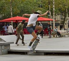 Parijs; Place de la République 4 (Henk Overbeeke Atelier54) Tags: street candid girl paris placedelerépublique skateboard hat longhair