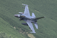 Lockheed Martin F-16 Fighting Falcon SP AF91 403 010-1 (cwoodend..........Thanks) Tags: 2017 july2017 wales snowdonia lfa7 machlooplfa7 machloop mach lowfly lowlevel bluebell usaf 480tacticalfightersquadron spangdahlem af91403 403 spaf91403 lockheed lockheedmartin f16 viper fightingfalcon lockheedmartinf16