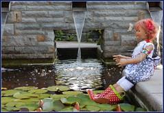 Kein Badewetter ... wenn der Wetterbericht, schönes Wetter verspricht ... (Kindergartenkinder) Tags: dolls himstedt annette park blume garten kindergartenkinder essen grugapark personen blumen sanrike sommer