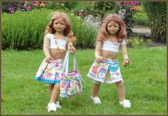 Tivi und Anne-Moni ... (Kindergartenkinder) Tags: sommer blumen personen kindergartenkinder garten blume park annette himstedt dolls annemoni tivi wasserschlosslembeck