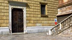 IMG_8489 - pax huic domui - pace a questa casa (molovate) Tags: casa latino tafme pace palermo volate architettura piazza bugnato canon powershot sx40 hs bellini municipio