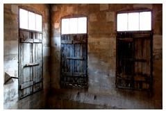 Le camps de Milles : 3 portes (Pascal.M (bong.13)) Tags: campdinternement sonyrx100 lumière portes aix provence blackandwhite bois fenetres