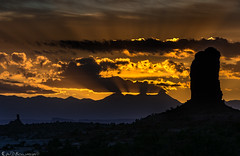 Symphony of Light (Bill Bowman) Tags: sunrise crepuscularrays mazedistrict canyonlandsnationalpark utah lasalmountains mantilasalmountains lightbliss publiclandsforpublicuse
