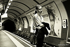 a woman alone (Landahlauts) Tags: soledad thetube underground metro subway solitude tristeza mujer woman extraño desconocido stranger stealingsouls robado robandoalmas robados london unitedkingdom reinounido inglaterra alone uk londres england blancoynegro fujifilmxpro1 xf35mmf14r bw biancoinero blackandwhite londontubestation