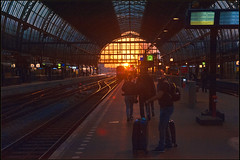 Lets go see a sunset in Amsterdam. Being there again, Amsterdam Central. No. 3228. (Izakigur) Tags: amsterdam iloveamsterdam amsterdammainstation thelittleprince lepetitprince ilpiccoloprincipe thenetherlands netherlands paysbas niederlande paesibassi paísesbajos paísesbaixos nederland holland نيديرلاند هولندا הולנד 2017 sunset mainstation