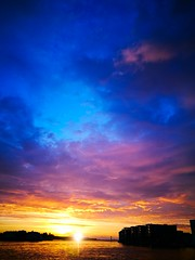 Beyond words (evakongshavn) Tags: sunsetchasers sunsets suntsetlovers sunset visithaugesund visitnorway happycolor color colors pinkclouds pink yellow blue beautyinnature beautiful natur nature naturephotography naturaleza naturphotography smileonsaturday catchthesun
