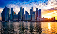 Sun going down behind Singapore downtown (CamelKW) Tags: singapore2017 sun goingdown singapore downtown