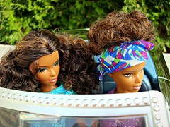 Two girls in a car (Deejay Bafaroy) Tags: tags barbie madetomove mtm mattel doll puppe dolls puppen asha black outdoors purple violet lilac violett lila green grün blue blau turquoise türkis car auto cabrio 16 scale miniature miniatur playscale draussen myscene myblingbling wheels vehicle cabriolet diaries tia 2005