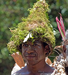 08914c0d-34fe-47cb-a638-ca10bf9c1598 (kthustler) Tags: goroka singsing papuanewguinea tribes huliwigmen mudmen