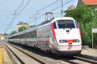 FB 8883 Trenitalia in transito a Rimini Miramare