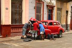 Cuba- La Habana (Explore) (venturidonatella) Tags: cuba lahabana habana havana street streetscene streetlife colori colors nikon nikond500 d500 persone gentes people automobile car rosso red explore