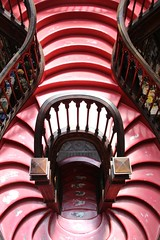 Livraria Lello (richardr) Tags: livraria lello porto oporto stairs 19thcentury nineteenthcentury red staircase stairwell bookshop building architecture portugal portuguese portuguesa europe european old city history heritage historic livrarialello escheresque