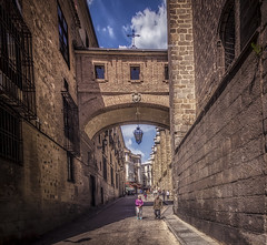 Calle Arco de Palacio (olemoberg) Tags: toledo spain street callearcodepalacio passage arc
