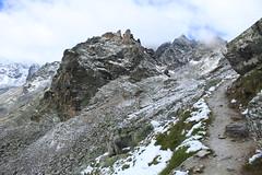 vue arrière sur le Col des Roux (bulbocode909) Tags: valais suisse coldesroux dixence hérémence sentiers montagnes nature neige paysages nuages vert rochers valdesdix
