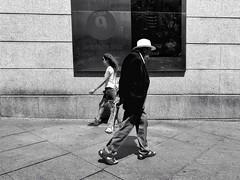 ©irenefabregues2017 #lacalleesnuestracolectivo @lacalleesnuestracolectivo #huaweip9 #movilgrafiadeldia190817 17 #womeninstreet #asi_es_bnw #youmobile #lensculturestreets #streetscene  #friendsinperson #streetphotography #shootermag_spain #fotonl (Irene Fabregues) Tags: instagram ifttt