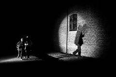 spotted (Hendrik Lohmann) Tags: streetphotography street nightshot light blackandwhite night darkness urban people hendriklohmann duesseldorf
