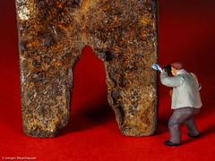 Macro Monday - Rust / Rost - Photographer at work (J.Weyerhäuser) Tags: rost hmm rust tinypeople macromonday fotograf photographer preiser h0