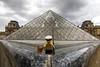 🇬🇧 Who is this captain fishing in Paris, in front of the Louvre? / 🇫🇷 Qui est ce capitaine qui pêche à Paris, devant le Louvre ?