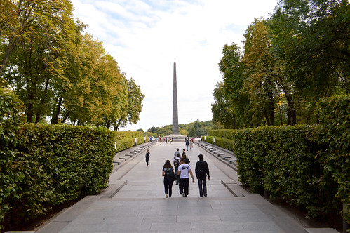 Obelisk commemorating the war dead