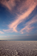 Evening in Salar de Uyuni (Joost10000) Tags: salt salar uyuni salardeuyuni desert bolivia sky clouds sunset white pink saltlake lake beauty scenic nature natur outdoors chill cold altiplano southamerica epic landscape landschaft highlands canon canon5d