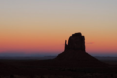 Navajo - The Sky Lights Up after Sunset (Drriss & Marrionn) Tags: travel roadtrip landscape landscapes arizona usa sand outdoor sky skies mountainside mountain buttes naturallight nature countryside navajo stone horizon desert desertplains mothernature canyon canyons rock rocks sunset eveninglight