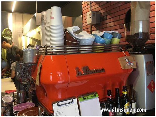 JUGGLER CAFE04.jpg