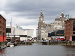 Albert Dock, Liverpool 2017 (Dave_Johnson) Tags: liverpool albertdock albert dock docks royalliverbuilding liverbuilding liverbirds museumofliverpool bridge merseyside
