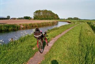 De ligfiets langs het Rasquerter Maar bij Tinallinge